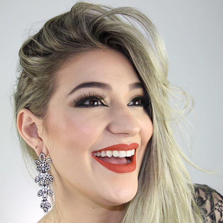 Marília Makeup Bot for Facebook Messenger