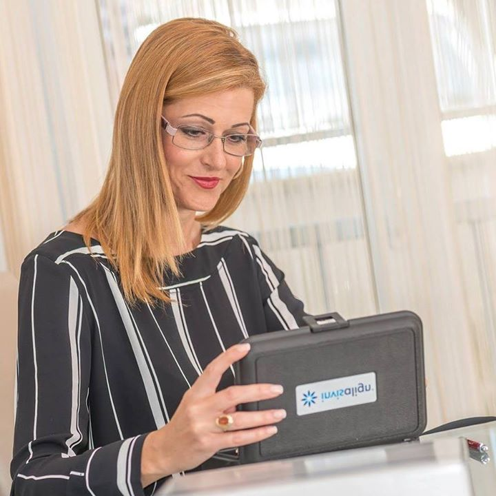 Dr Jelena Savković - sertifikovani specijalista ortodoncije Bot for Facebook Messenger
